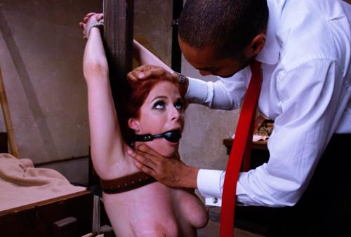 связал вставил в рот кляп и наказывает свою девушку кнутом для этого